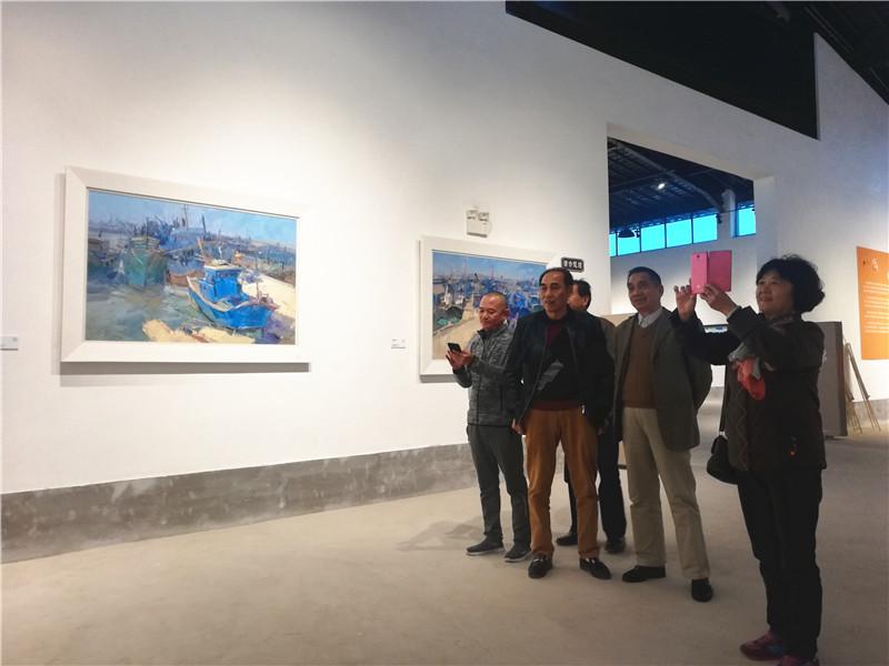 小岞镇老人协会林闻绿会长携惠安县工商联一行5人参观小岞美术馆